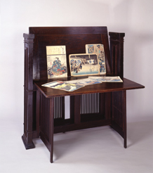 Print Stand, designed by Frank Lloyd Wright, ca. 1902, collection of the Frank Lloyd Wright Preservation Trust, Photograph by Philip Mrozinski
